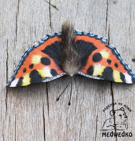 Брошь из кожи Бабочка Крапивница ручной работы на заказ