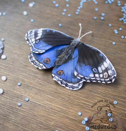 Брошь из кожи Бабочка Blue Pansy ручной работы на заказ