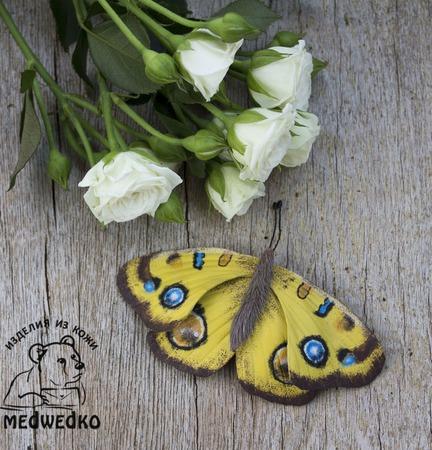 Брошь из кожи Бабочка Peacock pansy ручной работы на заказ