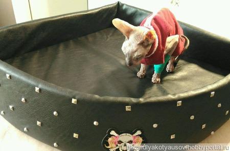 Угловая лежанка для кошек ручной работы на заказ