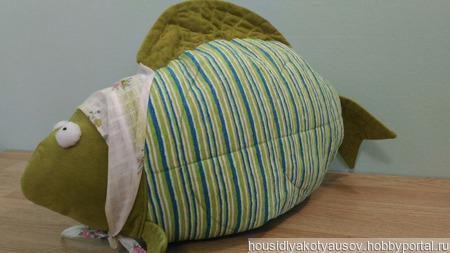 Декоративная подушка Рыба-бабушка ручной работы на заказ