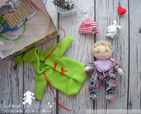 Текстильная кукла Пупс, с комплектом съемной одежды в коробке. ручной работы на заказ