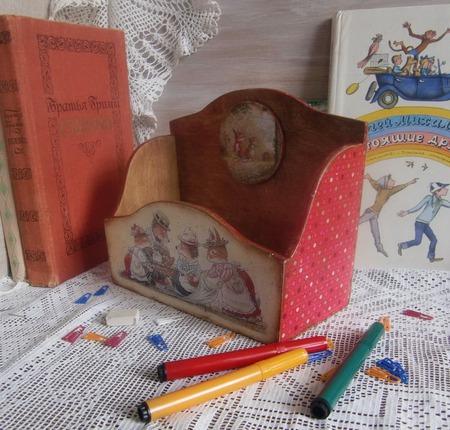 """Подставка для книг  """"Добрые сказки Лисьего леса"""", декупаж ручной работы на заказ"""
