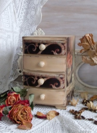 """Мини-комодик для украшений деревянный """"Цветы Парижа"""" ручной работы на заказ"""