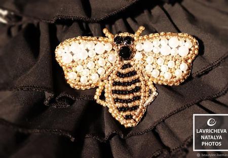 """Брошь из бисера """"Пчёлка"""" ручной работы на заказ"""