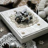 Открытка С новым годом в коробке белый бежевый новый год подарок