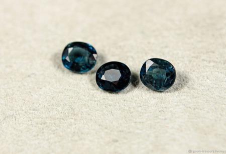 """Сапфиры """"Морозко"""", комплект из трёх камней ручной работы на заказ"""