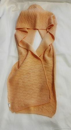 Шарф-капюшон нежного персикового цвета ручной работы на заказ