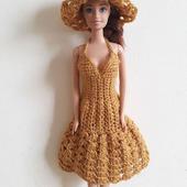 Золотистое платье и шляпка