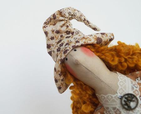 Тильда ведьмочка с брошью летучей мышкой. Украшение к Хэллоуину! ручной работы на заказ