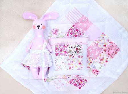 Комплект кукольное одеяло + зайка. Розовый комплект подушка, одеяло. ручной работы на заказ