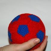 Вязаный футбольный мяч для детей.