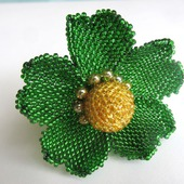 Шпилька-спираль с крупным зеленым цветочком