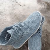 Вязаные женские ботинки.