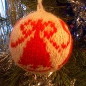 Вязанный новогодний шар