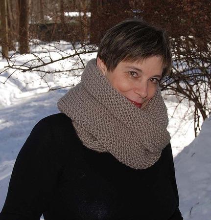 """Снуд-шарф """"Рассвет"""" серый с розоватым оттенком (полушерсть) ручной работы на заказ"""