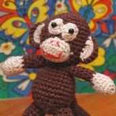 Вязаная крючком игрушка Маленькая обезьянка