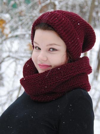"""Комплект """"Бордовый пион""""(шарф-снуд+шапочка бини) ручной работы на заказ"""