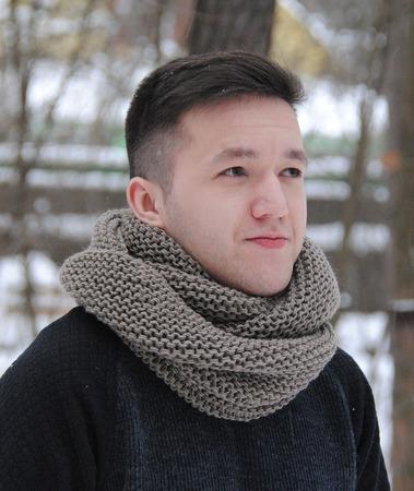 Мужской шарф-снуд  серо-бежевый (полушерсть) ручной работы на заказ