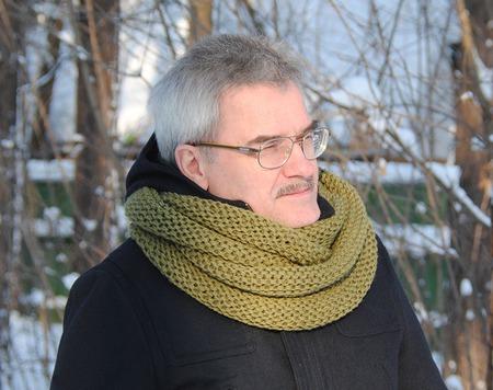 Мужской шарф-снуд цвета хаки  (полушерсть) ручной работы на заказ
