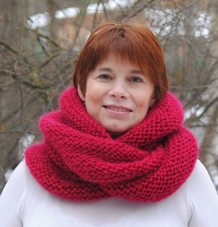 """Снуд-шарф малинового цвета  """"Зимняя вишня"""" (мохер+акрил) ручной работы на заказ"""