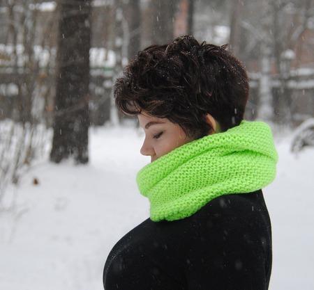 """Снуд-шарф ультра салатового цвета """"Неон"""" (полушерсть) ручной работы на заказ"""