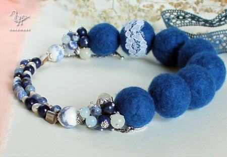 Синие бусы из шерсти валяные, войлок, натуральные камни ручной работы на заказ