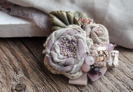 Брошь c камнями Первый иней, цветы из ткани ручной работы на заказ