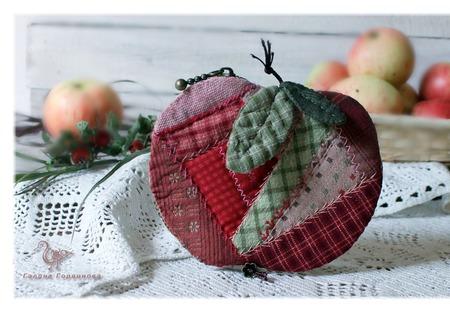 Маленький кошелек Яблочный Спас,  Монетница ручной работы на заказ