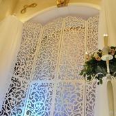 фото: Свадебные аксессуары — свадебный салон (ширма резная)