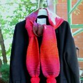 Вязаный шарф мохеровый с помпонами красный яркий