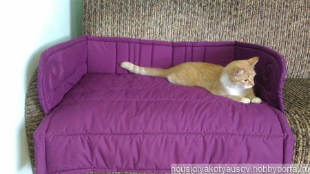Лежанка для кресла или дивана ручной работы на заказ