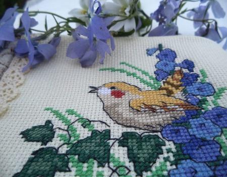 Подарок женщине косметичка Птичка певчая, красивый подарок женщине. ручной работы на заказ