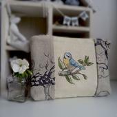 Косметичка с вышивкой Синичка, подарок маме, птица,косметичка с птицей