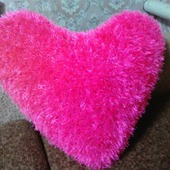 Подушка вязаная сердце