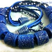 Колье из полимерной глины Синие бочонки