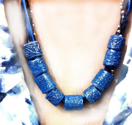 Колье из полимерной глины Синие бочонки ручной работы на заказ