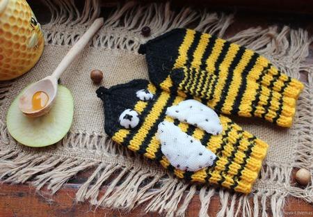 """Детские вязаные полушерстяные рукавички """"Пчёлки"""" ручной работы на заказ"""