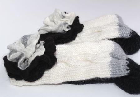 """КОМПЛЕКТ  """"Ступеньки"""" домашние трехцветные носочки+брошь ручной работы на заказ"""