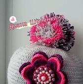 Вязаная шапка для девочки с помпоном большим