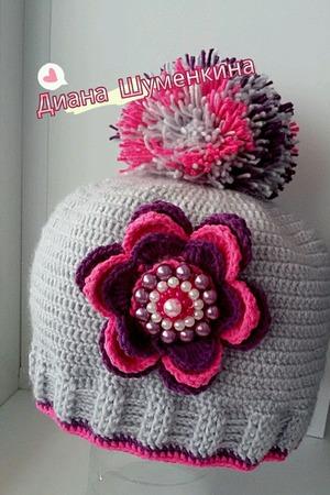 Вязаная шапка для девочки с помпоном большим ручной работы на заказ