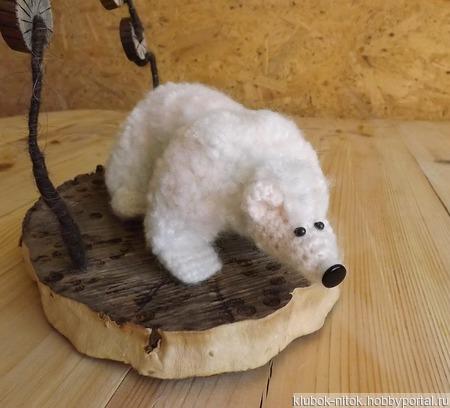 На северном полюсе. Белый Медведь на льдине под звездами, игрушка на деревянной подставке ручной работы на заказ