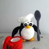 Мягкая вязаная игрушка Пингвин - поваренок
