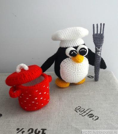 Мягкая вязаная игрушка Пингвин - поваренок ручной работы на заказ