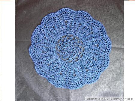 Вязаная салфетка круглая синяя ручной работы на заказ