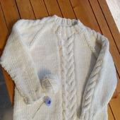Женский свитер с косами ручной работы
