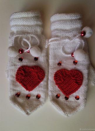 Варежки с сердечками Валентинки ручной работы на заказ