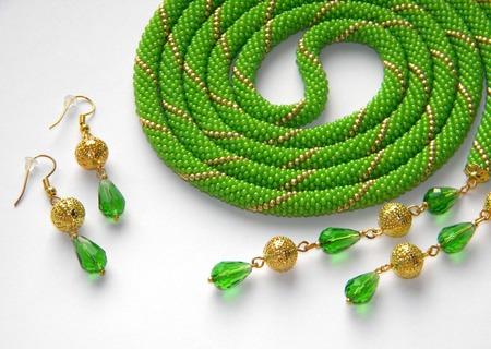 """Лариат из бисера """"Весенний луч"""", зеленый ручной работы на заказ"""