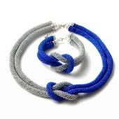 фото: вязаное колье из бисера