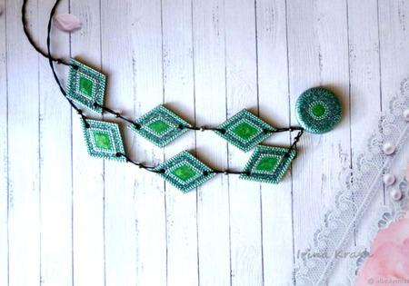 Бусы - лонгур Изумруд - украшение на каждый день ручной работы на заказ